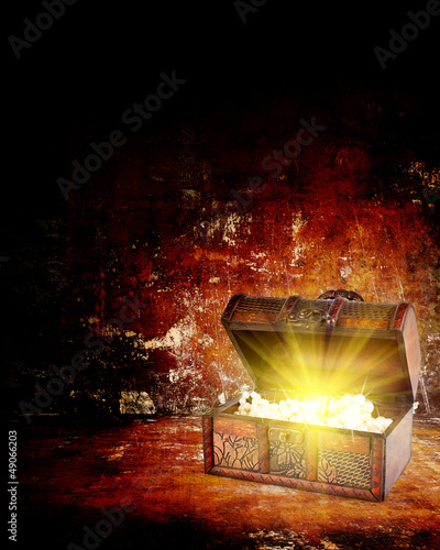 Photo  treasure chest with jewelry inside