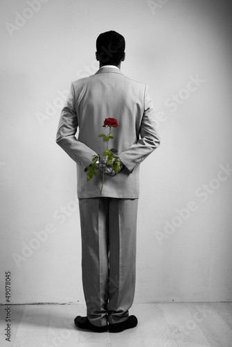 Poster Rouge, noir, blanc Boy with gift