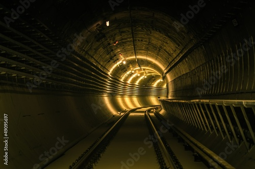 Papiers peints Tunnel Underground facility with a big tunnel