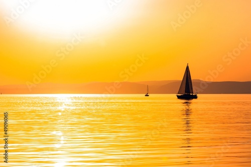 Montage in der Fensternische Segeln Sailing boats with a beautiful sunset