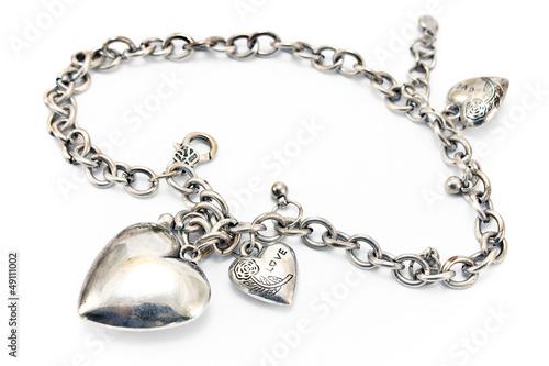 Foto  Silberne Halskette mit Herzanhängern