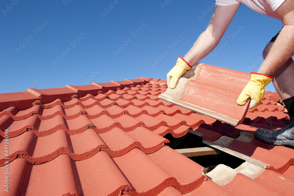 Fototapety, obrazy: Construction worker tile roofing repair