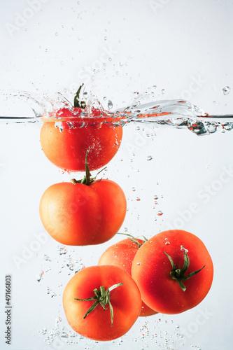 Poster Eclaboussures d eau Tomatoes splash