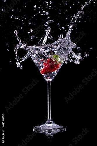 Fotografía  martini drink over dark background