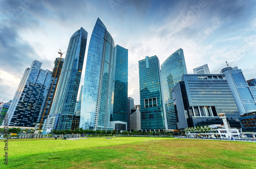 Tuinposter Singapore Skyscrapers in financial district of Singapore