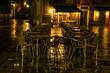 Straßencafe in Venedig bei Nacht