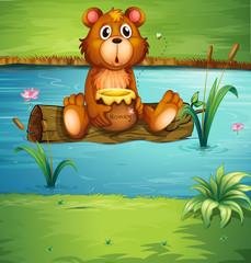 Medvjed koji sjedi na suhom drvetu