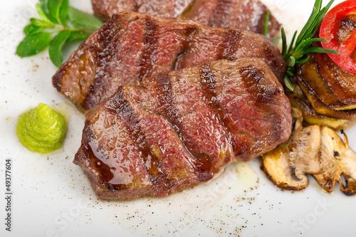 In de dag Eten grilled Kobe Miyazaky beef