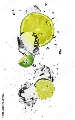 Foto auf Leinwand In dem Eis Limes with ice cubes, isolated on white background