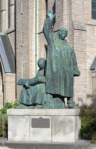 Платно Monument to brothers Olaus and Laurentius Petri in Orebro