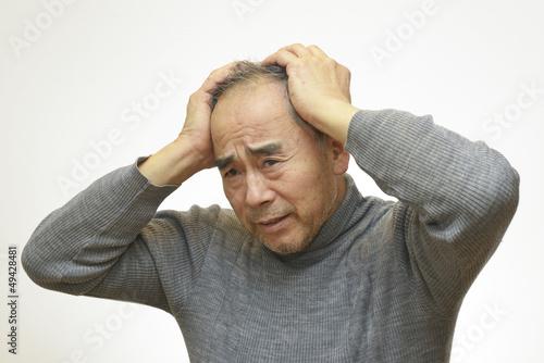 頭を抱えている男性 Fototapet