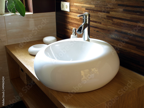 Fotografía  Round sink in a modern bathroom