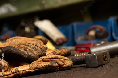 Foto op Canvas Bakkerij Old Work Gloves and hammer tool
