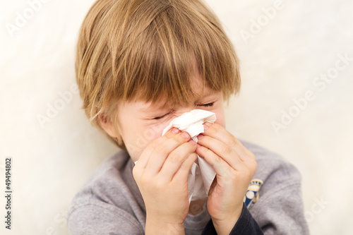 Child cold flu illness tissue blowing runny nose Canvas-taulu