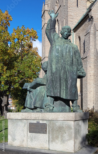 фотография Monument to brothers Olaus and Laurentius Petri in Orebro