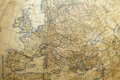 bardzo-stara-antyczna-kula-ziemska-z-detalami-europy