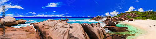"Community-Maske mit Motiv ""Wolf"" - Panorama of tropical beach at Seychelles (von Nikolai Sorokin)"