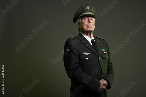 Foto US military general in uniform. Studio portrait.
