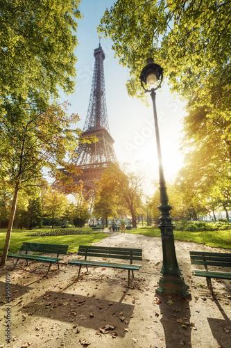 Obraz Wieża Eiffla Paryż Francja - fototapety do salonu