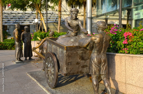 Photographie  River Merchants monument on the Singapore river