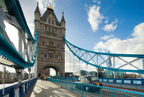 slynny-tower-bridge-w-londynie-wielka-brytania