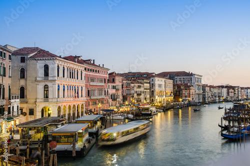 Stickers pour portes Venise VENICE, ITALY - JUNE 30: View from Rialto bridge on June 30, 201