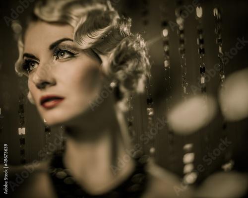 Fotomural Elegant blond retro woman with beautiful hairdo