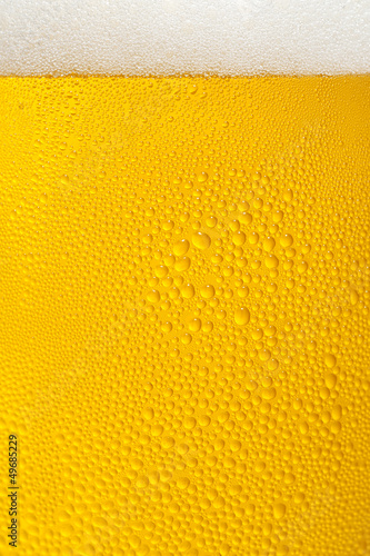 ビールと泡のクローズアップ Poster
