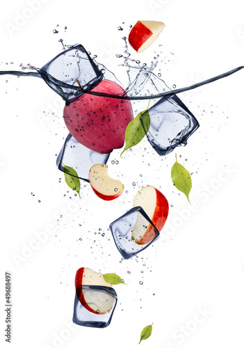 Poster Dans la glace Red apple slices with ice cubes, isolated on white background