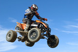 quad skoki na błękitnym niebie - 49693285