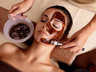 Fototapeta Do Spa Spa therapy for woman receiving cosmetic mask