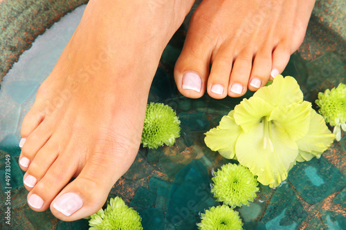 Foto auf AluDibond Pediküre Beauty treatment photo of nice pedicured feet
