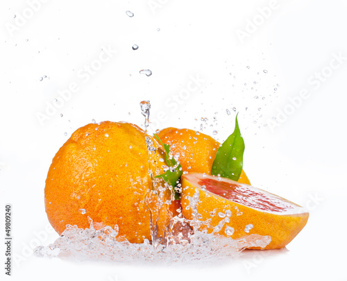 Foto op Canvas Opspattend water Fresh grapefruit with water splash, isolated on white background
