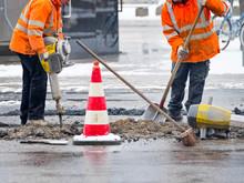 Straßenarbeiten Mit Pressluft...