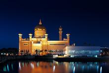 Sultan Omar Ali Saifuddien Mosque In Brunei