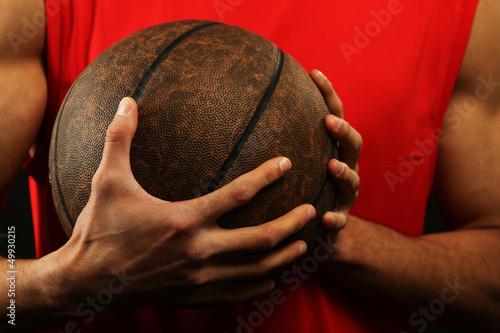 Fotografiet  Basketball player holding ball