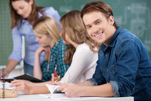 lächelnder schüler in der klasse Canvas Print