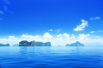 Fototapeta na wymiar islands in Andaman sea Thailand