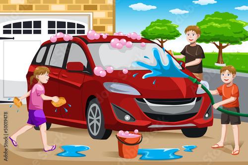 Cadres-photo bureau Voitures enfants Father and his kids washing car
