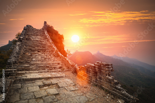 Muraille de Chine the great wall ruins in sunrise