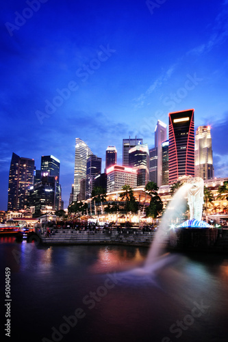 Poster Singapore Singapore evening skyline with Merlion statue