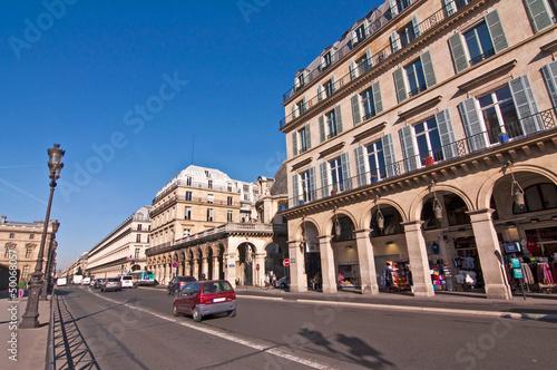 Fotografie, Obraz  Rue de Rivoli à Paris - Francie