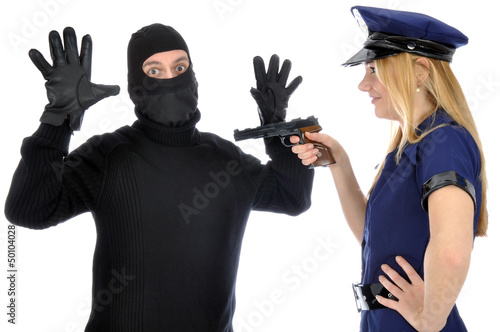 Obraz na płótnie Junge Frau in Polizeikostüm verhaftet Dieb
