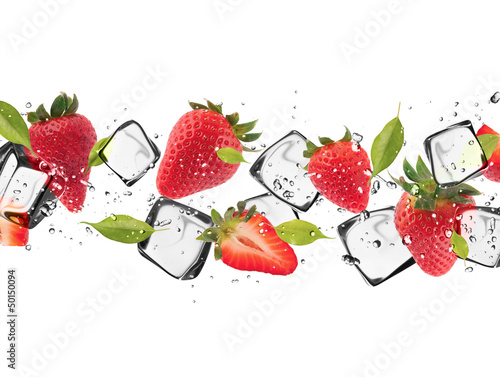 Foto auf Leinwand In dem Eis Strawberries with ice cubes, isolated on white background