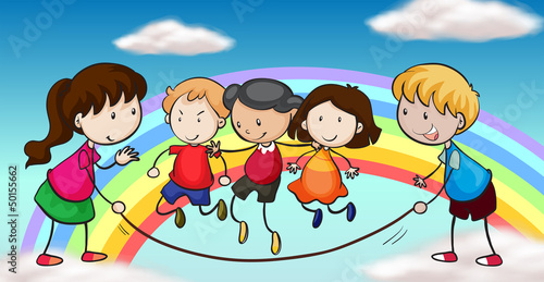 In de dag Regenboog Five kids playing in front of a rainbow