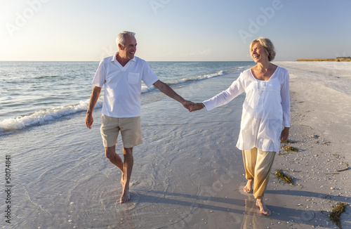 Fotografía  Happy Senior Couple Walking Holding Hands Tropical Beach