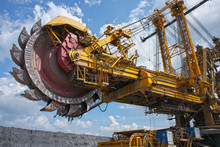 Huge Mine Excavator For Brown ...