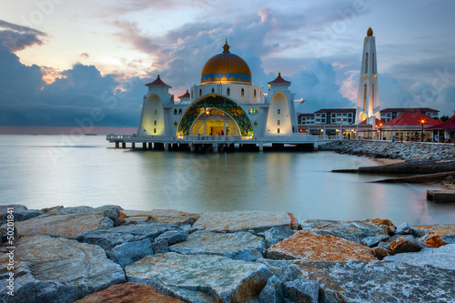 Fotografía  Malacca Straits Mosque, Malaysia at sunset