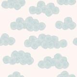 Bezszwowa ręka rysujący wzór z stylizowanymi chmurami - 50215027