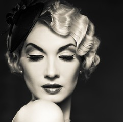 Naklejka Czarno-Biały Monochrome picture of elegant blond retro woman